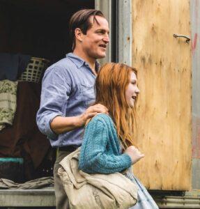 Schloss aus Glas: Die junge Jeannette (Ella Anderson) mit Vater Rex (Woody Harrelson)